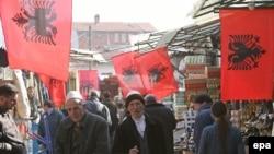 Okićena pijaca u Prištini