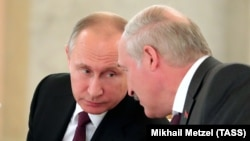 Аляксандар Лукашэнка і Ўладзімір Пуцін падчас сустрэчы ў Маскве 30 чэрвеня 2017 году