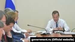 Дмитрий Медведев во время визита на судостроительный завод «Море» в Феодосии, 4 августа 2017 года