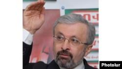 Տիգրան Թորոսյանը մամուլի ասուլիսի ժամանակ, Երեւան, 15-ը փետրվարի, 2010