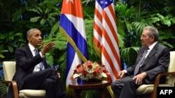 АҚШ президенти Барак Обама Куба раҳбари Раул Кастро билан, Гавана, Куба, 2016 йил 21 марти.
