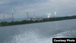 Байкал. Целлюлозный комбинат загрязняет воду и воздух.