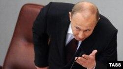"""Путин считает возможным изменить Конституцию, убрав из неё слово """"подряд"""" в отношении двух сроков президентства"""