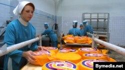 Вытворчасьць «Пашахонскага» сыру на слуцкім заводзе, архіўнае фота