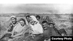 Imagine de la expoziția ilustrînd deportările de moldoveni în Siberia