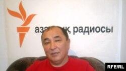Махмұд Сарбас Азаттық радиосының Алматыдағы бюросында. 17 ақпан 2009 ж.