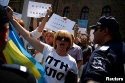 Антипутінський протест у Софії напередодні зустрічі міністрів закордонних справ Росії та Болгарії, липень 2014 року