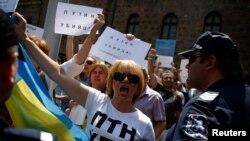 Protestatari la Sofia împotriva președintelui Putin, înaintea întîlnirii lui Serghei Lavrov cu omologul său bulgar, Rosen Plevneliev