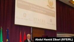 وزير التنمية الإقتصادية الإيطالي باولو روماني يتحدث في المنتدى الإقتصادي الكردستاني الإيطالي في أربيل
