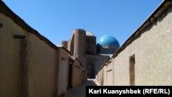 Вид на мавзолей Ходжи Ахмета Яссави. Туркестан.