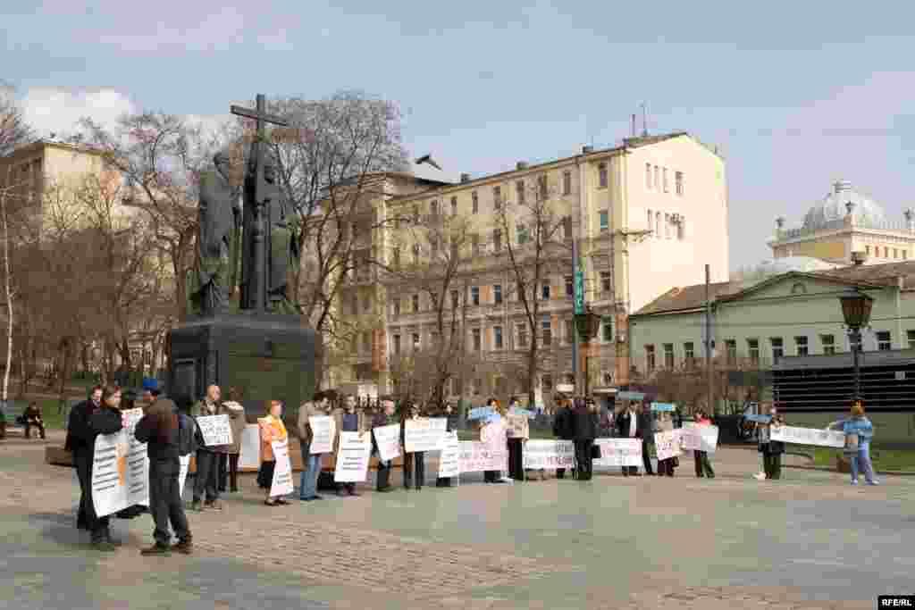 """В Москве представители правозащитных организаций провели акцию протеста против так называемой """"карательной юстиции"""""""