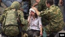 На месте теракта в Беслане. 3 сентября 2004 года.