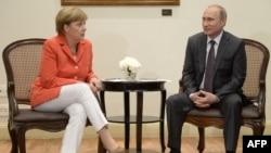 Германия канцлері Ангела Меркель (сол жақта) және Ресей президенті Владимир Путин. Рио-де-Жанейро, 13 шілде 2014 жыл. (Көрнекі сурет)