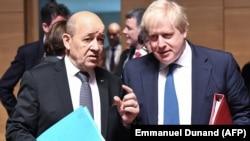 Міністри закордонних справ Франції і Великої Британії Жан-Ів Ле Дріан (л) і Борис Джонсон на раді міністрів закордонних справ ЄС у Люксембургу, 16 квітня 2018 року