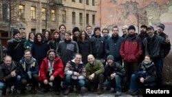 Большинство участников акции Greenpeace вынуждены оставаться в Санкт-Петербурге