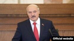 الکساندر لوکاشنکو رییس جمهوری بلاروس میگوید که مذاکرات با ایران برای خرید نفت آغاز شده است.