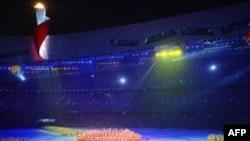 Бейжің Олимпиадасының жабылу салтанаты ашылу салтанатынан асып түспесе, кем түскен жоқ. Құс ұясы стадионы, 24 тамыз, 2008 жыл