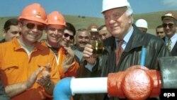 Разработка проекта в Супса началась еще во времена Шеварднадзе и финансировалась правительством США. По первоначальным замыслам планировалось строительство «серьезного комплекса нефтеперерабатывающей инфраструктуры»
