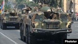 Հայաստան - Երևանում անցկացվող զորահանդեսի ժամանակ ցուցադրվում են 9K72 (Scud-B) բալիստիկ հրթիռները, արխիվ