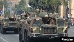 Scud-B հրթիռային համալիրները ռազմական շքերթում: Երեւան, 21-ը սեպտեմբերի, 2011թ.