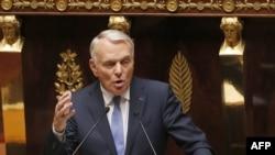 Primul ministru al Franței, Jean-Marc Ayrault, vorbind în fața Adunării Naționale la Paris