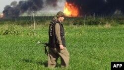 مقاتل من قوات البيشمركه قرب حقل خباز النفطي