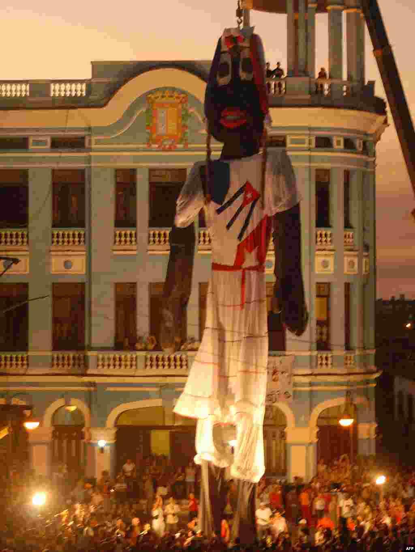 """Куба: 18-мэтровая лялька прэтэндуе на кнігу рэкордаў """"Гінэса"""""""