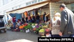 """Cəlilabadda """"İran bazar""""ı"""