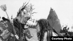 """""""Каждый демографический цикл заканчивается войной"""". Кадр из фильма """"Обещание"""" китайского режиссера Чен Кайге."""