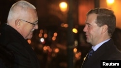 Czech President Vaclav Klaus (left) welcomes Russian President Dmitry Medvedev to Prague on December 7.