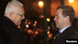Czech President Vaclav Klaus (left) welcomes Russian President Dmitry Medvedev to Prague on December 7.