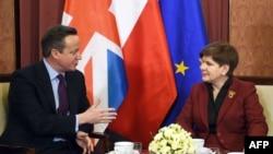Beata Szydlo (sağda) və Britaniya Baş naziri David Cameron