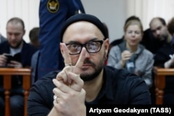 Kirill Serebrennikov flashes a victory sign as he attends a court hearing in Moscow on December 4.