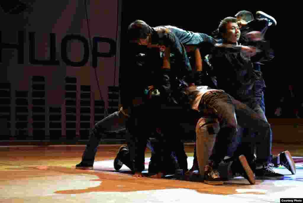 Один из финалистов фестиваля танцевальная группа We'll be (Кыргызстан)