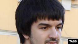 Адвокат Мурат Мусаев выстраивал линию защиты на основании свидетельских показаний матери обвиняемого, Рустама Махмудова