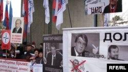 Мітинг прихильників проросійської більшості у кримському парламенті вимагає імпічменту Президента В. Ющенка.