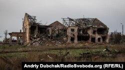 Зруйноване село Піски неподалік Донецького аеропорту, грудень 2017 року