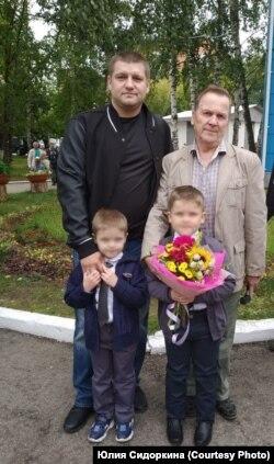 Сергей Петроченко с семьей