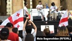 Сегодняшняя волна протеста, как и любая другая, захлестывающая Тбилиси, имеет свою музыкальную тональность