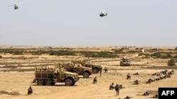تمرینهای نظامی ارتش عراق؛ در این تصویر از ماه گذشته میلادی نیروهای ارتش اسپانیا تحت هدایت نیروهای آمریکایی در حال آموزش قوای عراقی هستند