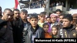 اطفال يشاركون في المظاهرات الاحتجاجية فلي الموصل