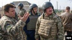Министры иностранных дел Украины и Люксембурга во время посещения зоны конфликта
