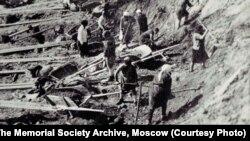Заключенные ГУЛАГа на строительстве Беломорканала. 1932 год.
