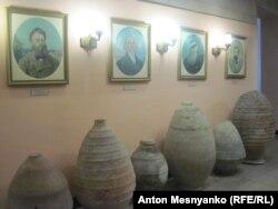 Один из залов музея древностей в Феодосии