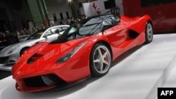 Mjerilo za uspjeh su dobar sportski auto, odjeća i obuća sa dizajnerskim potpisom.