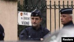 Французская полиция блокирует кварталы, прилегающие к дому, где находится Мера