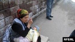 Алматыдагы тилемчи аял, мындай көрүнүштөр Казакстанга азыраак мүнөздүү болуп келген эле. 7-апрел, 2009