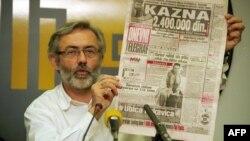 Редактор и владелец сербской газеты «Дневни телеграф» Славко Чурувия выступает на пресс-конференции. Белград, ноябрь 1998 года.