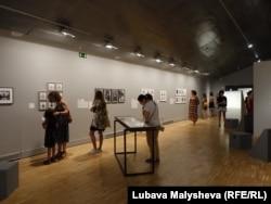 """Экспозиция выставки """"Феминизмы!"""""""