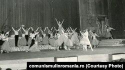 7 mai 1971. Spectacol festiv cu ocazia semicentenarului P.C.R. Sursa:comunismulinromania.ro (MNIR)